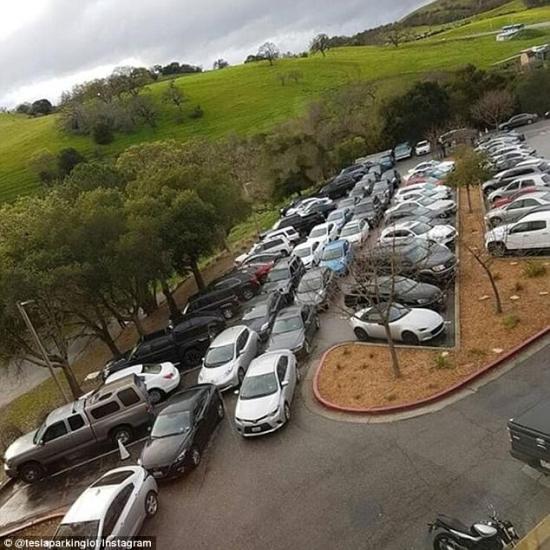 Bãi đậu xe Tesla