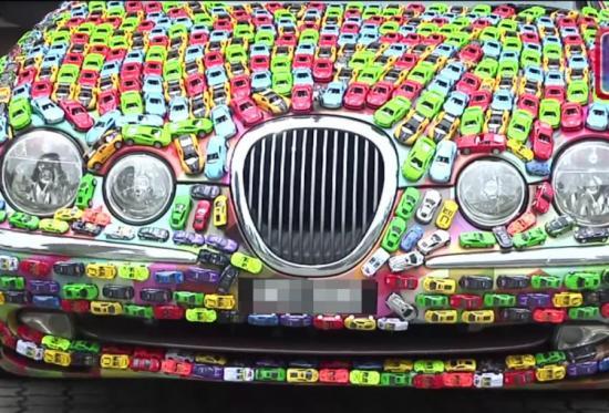 Trang trí xe  Jaguar S-Type bằng hàng nghìn xe đồ chơi 1