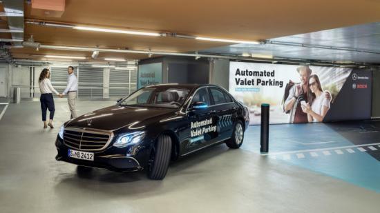 Hệ thống đỗ xe tự động Mercedes-Benz Bosch 1