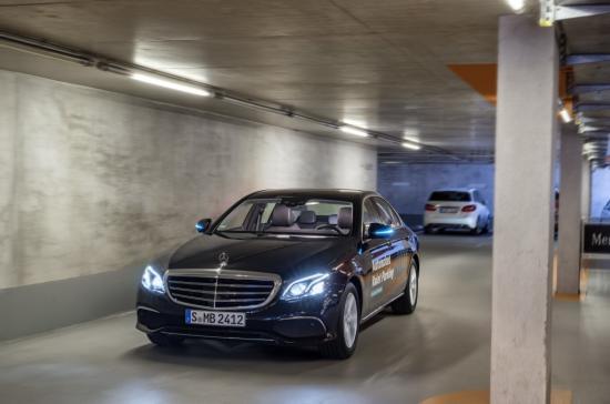 Hệ thống đỗ xe tự động Mercedes-Benz Bosch 2
