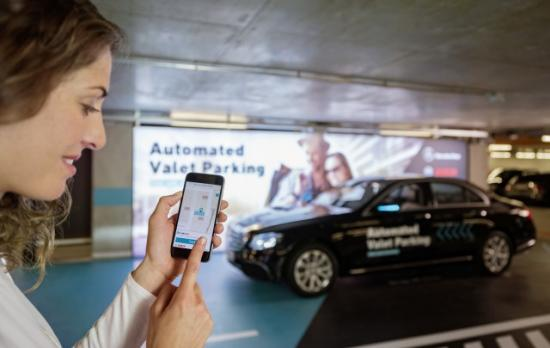 Hệ thống đỗ xe tự động Mercedes-Benz Bosch