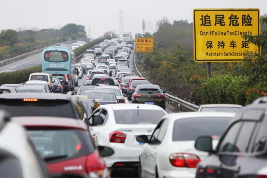 Trung Quốc định cấm động cơ đốt trong