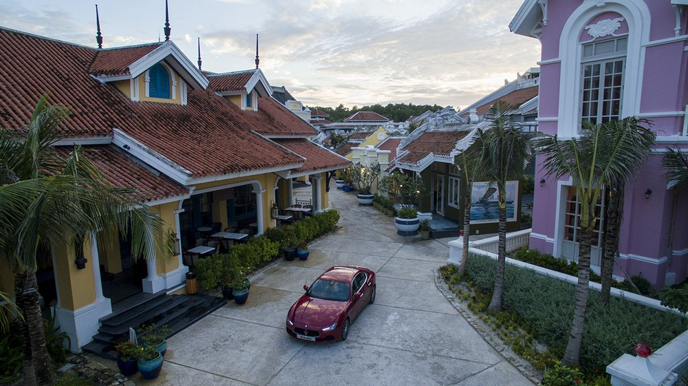 Khách nghỉ ở JW Marriott Phu Quoc Emerald Bay được Maserati đưa đón 6