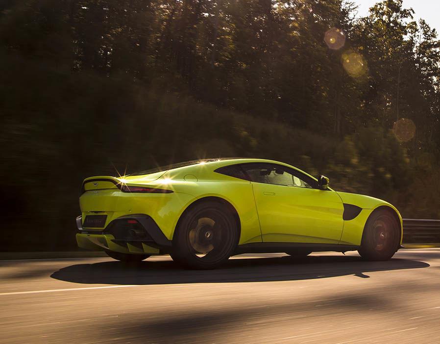 Xe Aston Martin V8 Vantage 2018 3