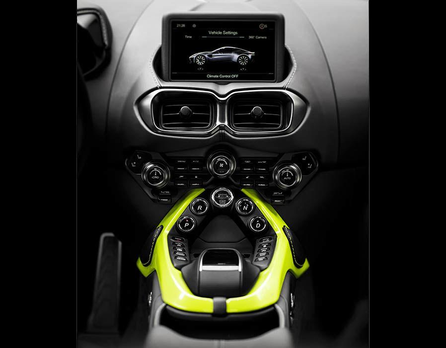 Xe Aston Martin V8 Vantage 2018 5