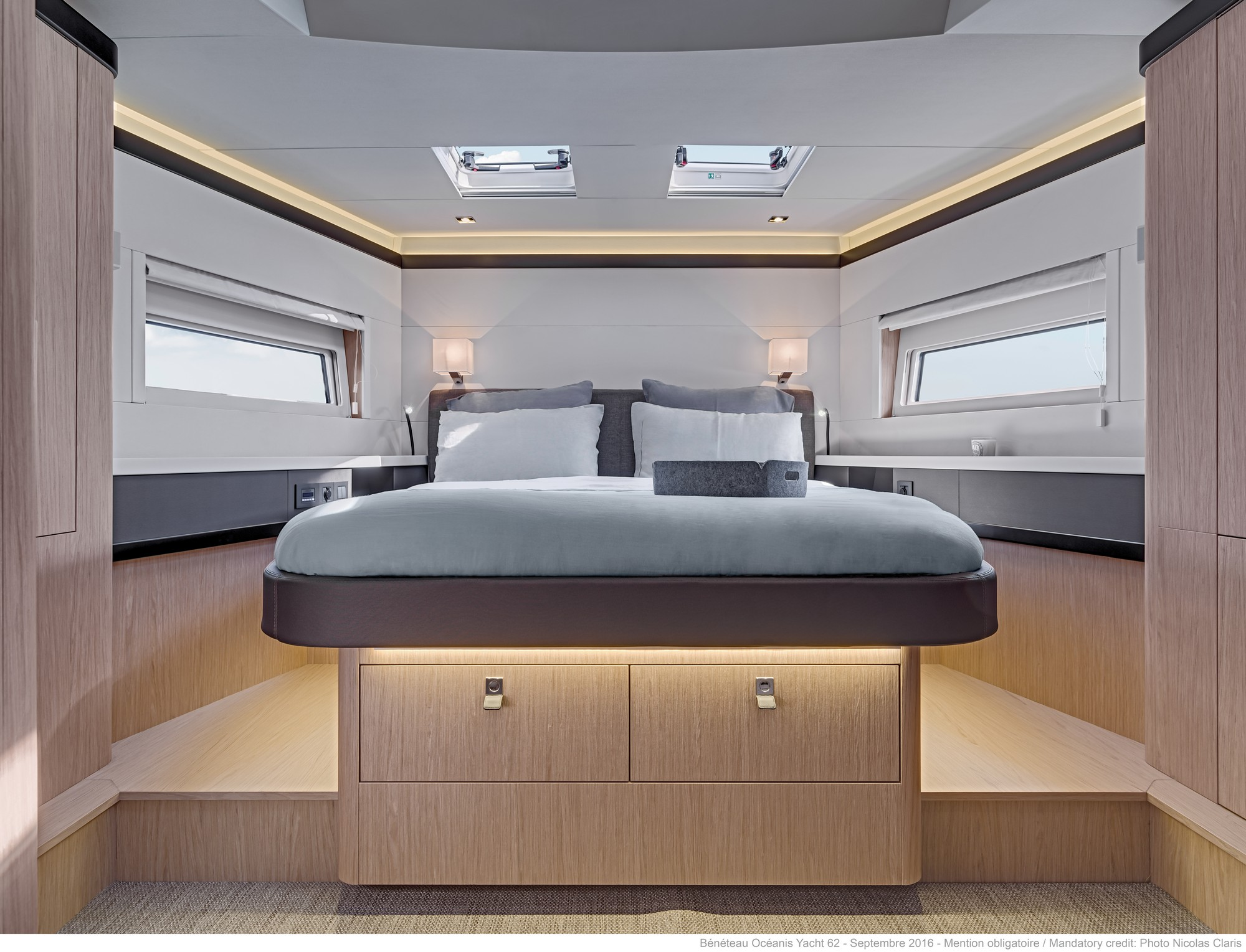 Du thuyền Oceanis Yacht 62 1