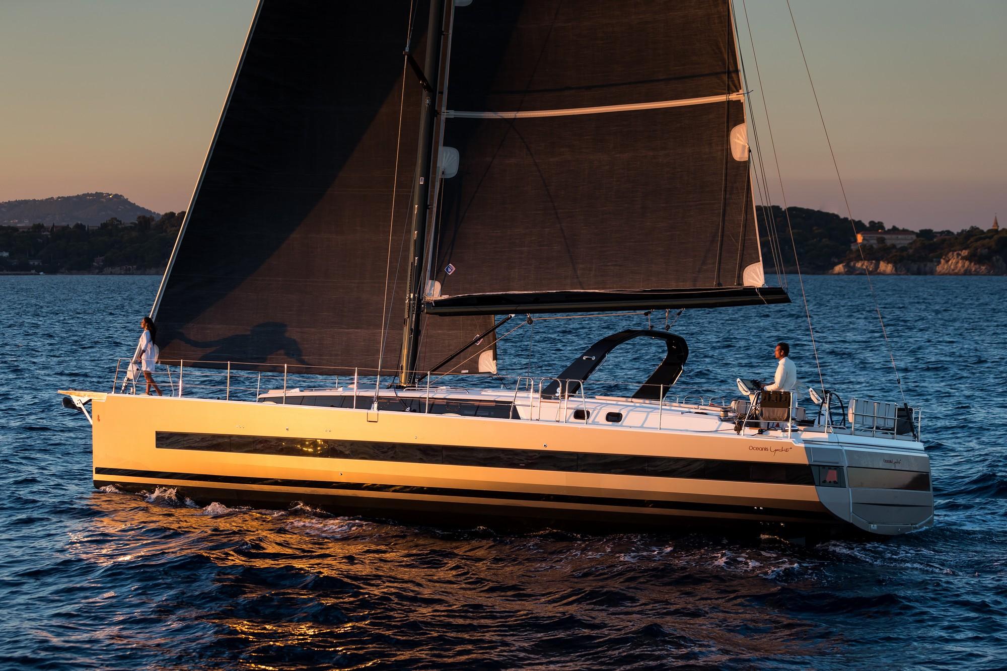 Du thuyền Oceanis Yacht 62 24
