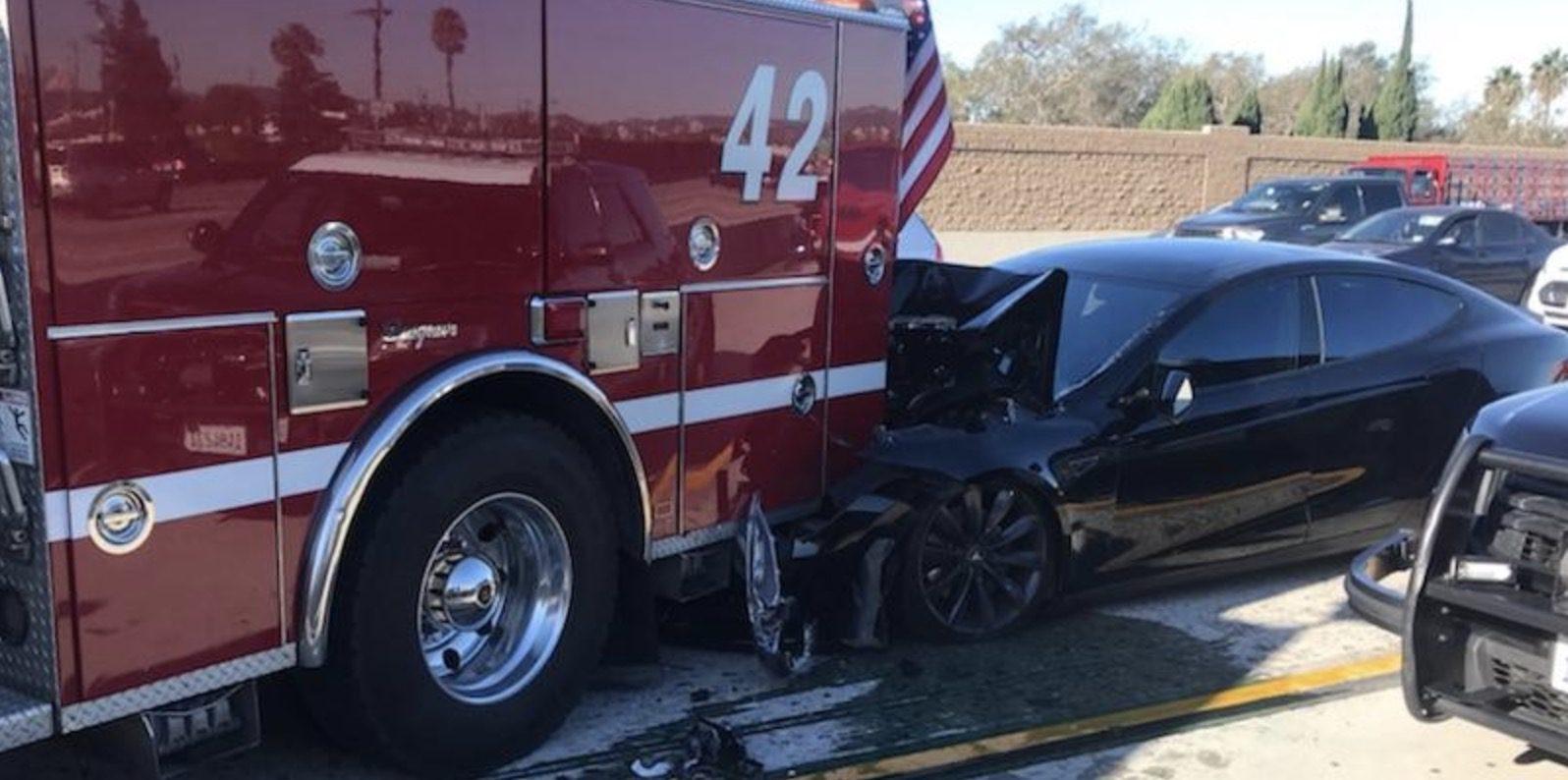 Xe Tesla Model S tai nạn