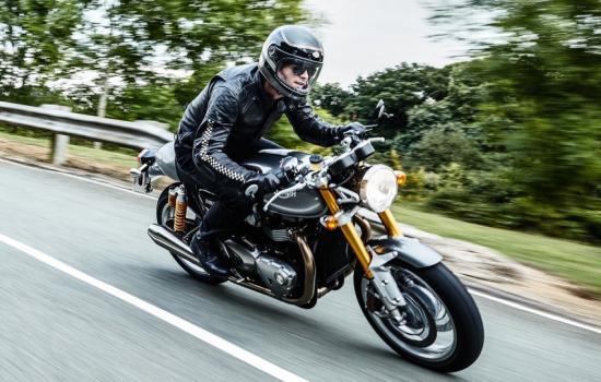triumph-motorcycles-hop-tac-voi-bajaj-auto-an-do-anh3