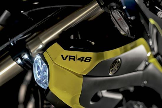 valentino-rossi-yamaha-xjr1300-do-flat-tracker-anh12
