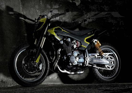 valentino-rossi-yamaha-xjr1300-do-flat-tracker-anh3
