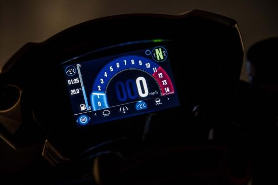 triumph-ven-man-speed-triple-1050-2018-anh14