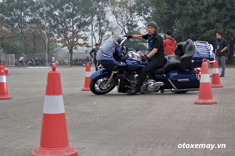 biker-harley-davidson-pho-dien-ki-nang-chay-xe-anh10