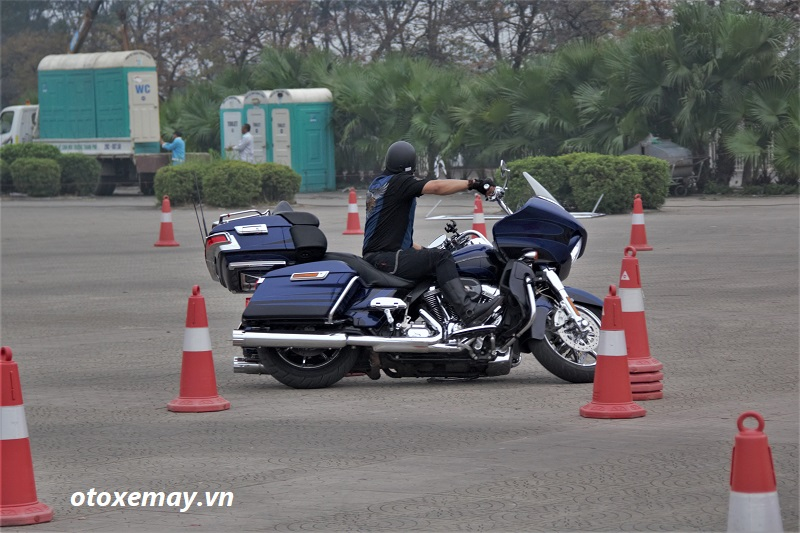biker-harley-davidson-pho-dien-ki-nang-chay-xe-anh11