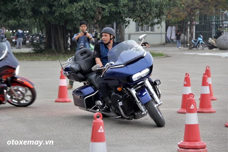 biker-harley-davidson-pho-dien-ki-nang-chay-xe-anh3