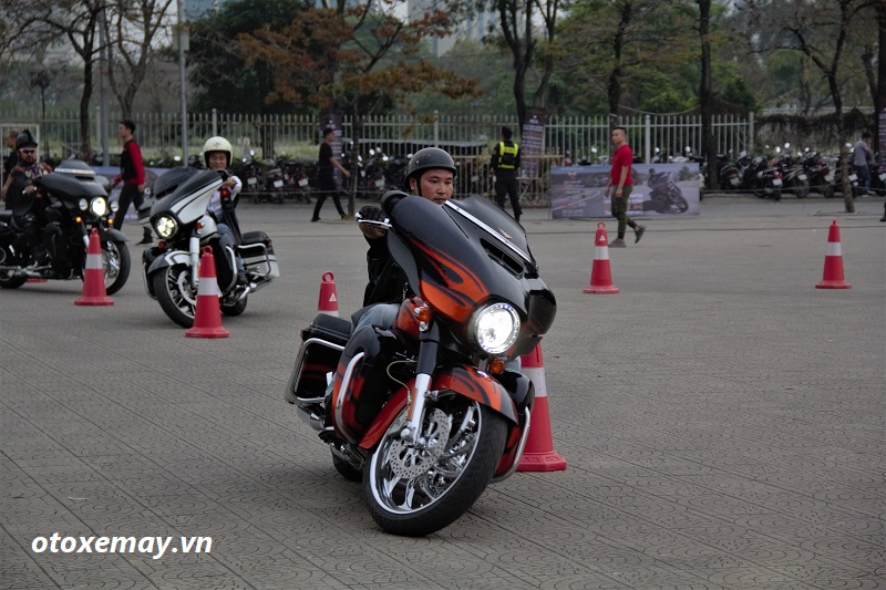 biker-harley-davidson-pho-dien-ki-nang-chay-xe-anh5