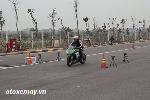 biker-ha-noi-bo-tui-du-chieu-dieu-khien-moto-cua-honda-viet-nam-anh11