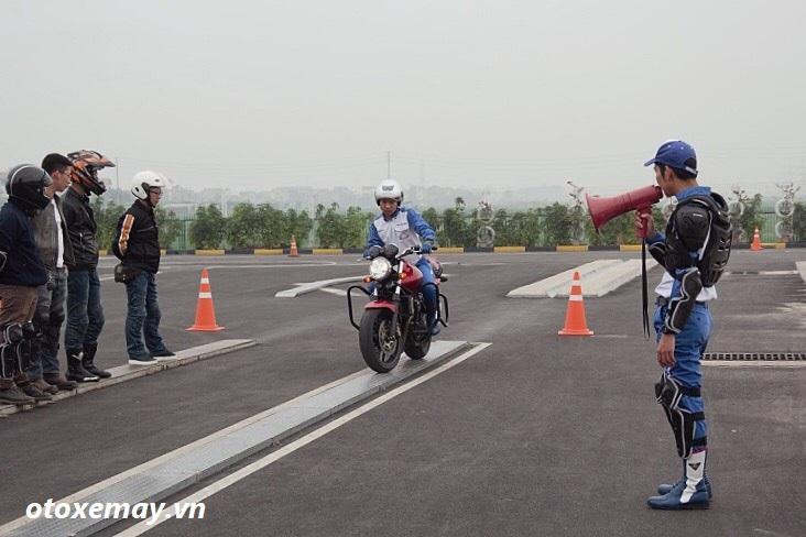 biker-ha-noi-bo-tui-du-chieu-dieu-khien-moto-cua-honda-viet-nam-anh12