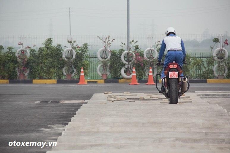 biker-ha-noi-bo-tui-du-chieu-dieu-khien-moto-cua-honda-viet-nam-anh13