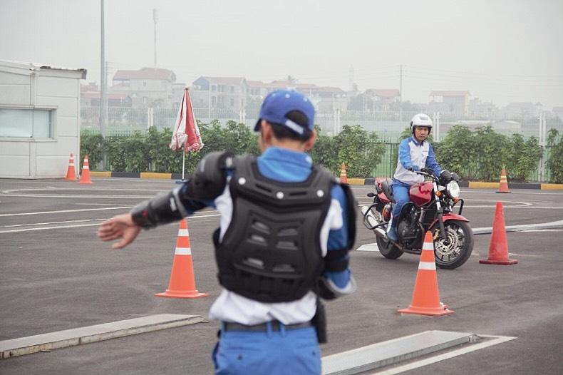biker-ha-noi-bo-tui-du-chieu-dieu-khien-moto-cua-honda-viet-nam-anh15