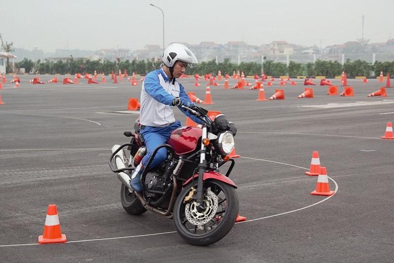 biker-ha-noi-bo-tui-du-chieu-dieu-khien-moto-cua-honda-viet-nam-anh14