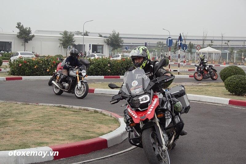 biker-ha-noi-bo-tui-du-chieu-dieu-khien-moto-cua-honda-viet-nam-anh19