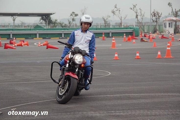 biker-ha-noi-bo-tui-du-chieu-dieu-khien-moto-cua-honda-viet-nam-anh20