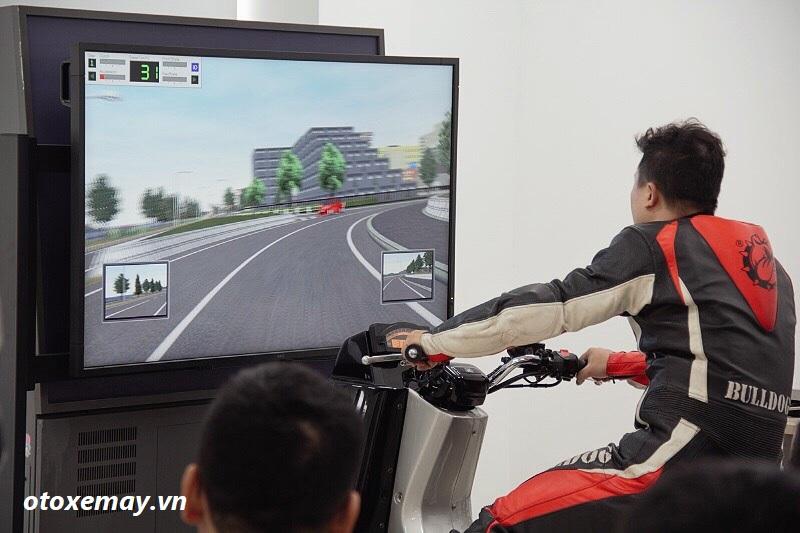 biker-ha-noi-bo-tui-du-chieu-dieu-khien-moto-cua-honda-viet-nam-anh6