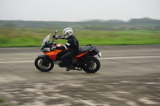 KTM 1190 Adventure: khám phá trên từng cây số
