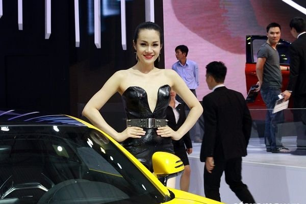 Những thân hình sexy nhất triển lãm Ô tô Việt Nam 2015