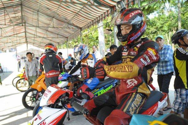 Giải đua xe máy đầy kịch tính đang diễn ra tại Bình Dương