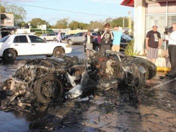 Lamborghini Gallardo cháy thành than do trục trặc động cơ