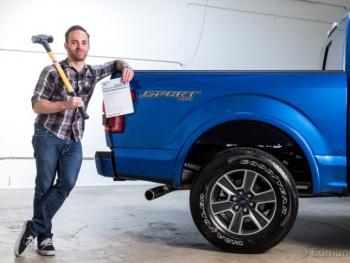 Sửa chiếc Ford F-150 bị bẹp thân vỏ có tốn không?