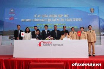 Toyota Việt Nam nhân rộng chương trình lái xe an toàn