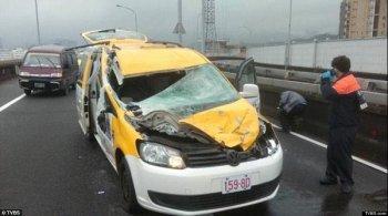 Tài xế taxi thoát chết thần kỳ trong vụ máy bay rơi ở Đài Loan