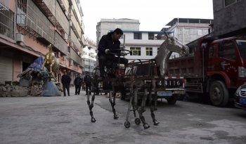 Lão nông chế tạo ngựa robot chỉ vì không có tiền mua… xe