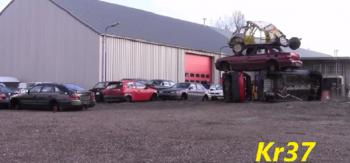 Volvo 850 Wagon ngông cuồng phá hủy hàng loạt xe