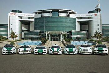 Cảnh sát Dubai khoe siêu xe