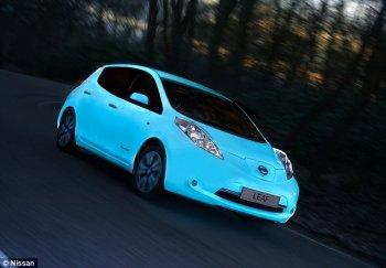 Nissan Leaf tự phát sáng trong đêm
