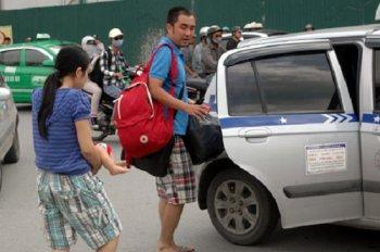 Khó gọi taxi do người dân ồ ạt về quê đón Tết