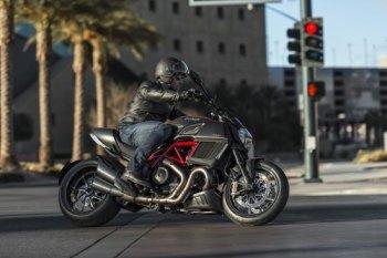 Ducati Diavel 2015: Cruiser cơ bắp của người Ý