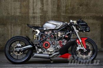 """Vẻ đẹp """"trần trụi"""" của Ducati 749 độ"""
