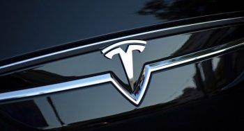 Tim Cook phủ nhận tin đồn mua lại Tesla