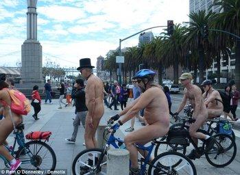 """Mốt """"cởi truồng"""" đạp xe đang nở rộ"""