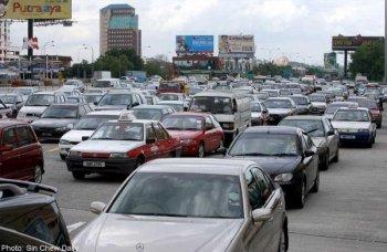 Lượng tiêu thụ ôtô Malaysia gấp 4 lần Việt Nam