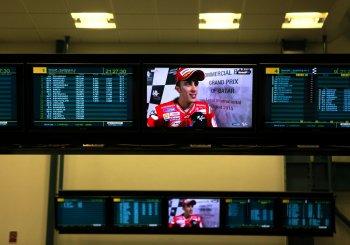 Qatar MotoGP 2015 mở màn, Ducati đánh bại Honda giành Pole