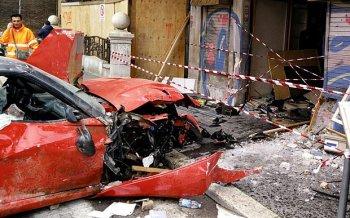 Phanh nhầm chân ga, nhân viên garage phá tan siêu xe Ferrari