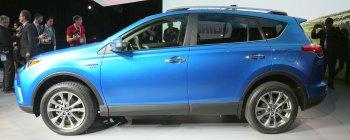 Toyota thêm cá tính cho chiếc SUV nhỏ RAV4
