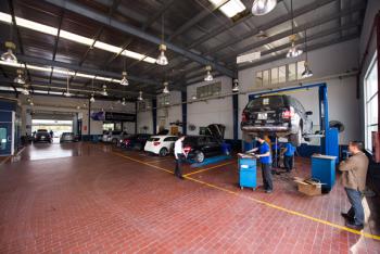 Miễn Phí thay dầu cho tất cả các dòng xe du lịch Mercedes-Benz tại đại lý Vietnam Star Hà Nội.