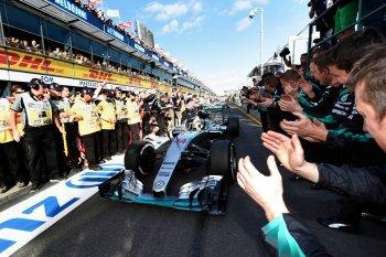 """Ông chủ của Mercedes F1: """"Không có gì phải lo lắng vào lúc này"""""""